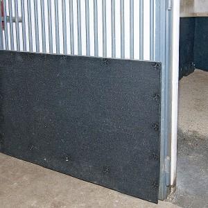 Schlagschutzmatten für den Schutz der Wände.