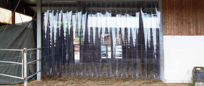PVC Streifenvorhang im Offenstall