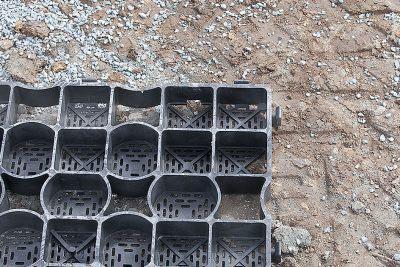 Verlegen der Paddockmatten direkt auf den Naturboden