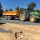 Traktor auf Paddockplatten von ridcon